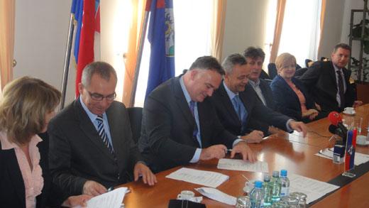 Potpisan ugovor za obavljenje geodetsko-katastarskih usluga