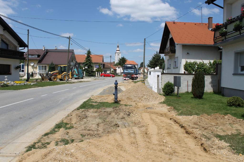 Pripremni radovi za nastavak izgradnje nogostupa u Koprivničkoj ulici u Koprivničkom Ivancu