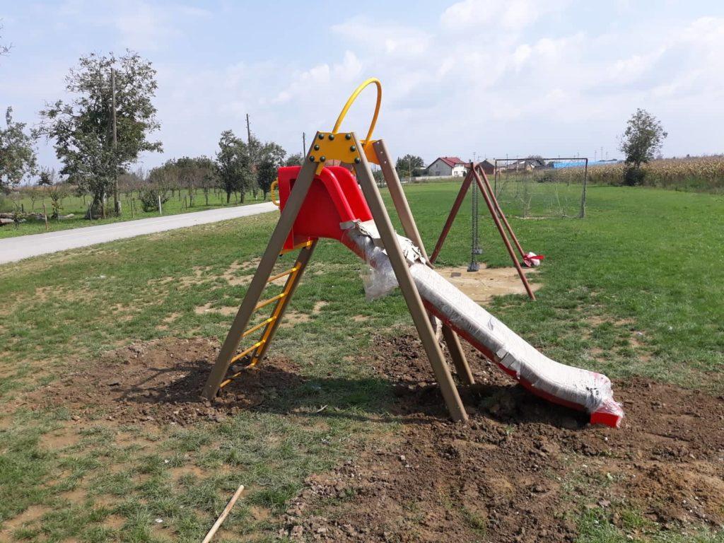 Postavljen novi tobogan na dječjem igralištu u Botinovcu