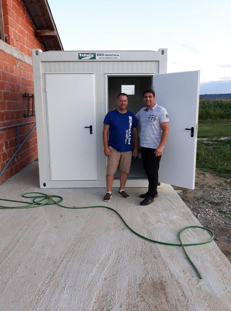 Postavljen sanitarni kontejner pored nogometnog igrališta u naselju Botinovec