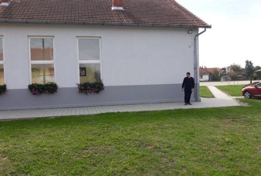 Postavljeni tlakavci kod zgrade Osnovne škole Koprivnički Ivanec u naselju Kunovec