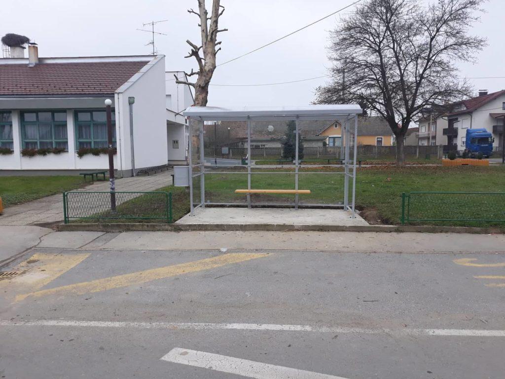 Postavljena autobusna nadstrešnica