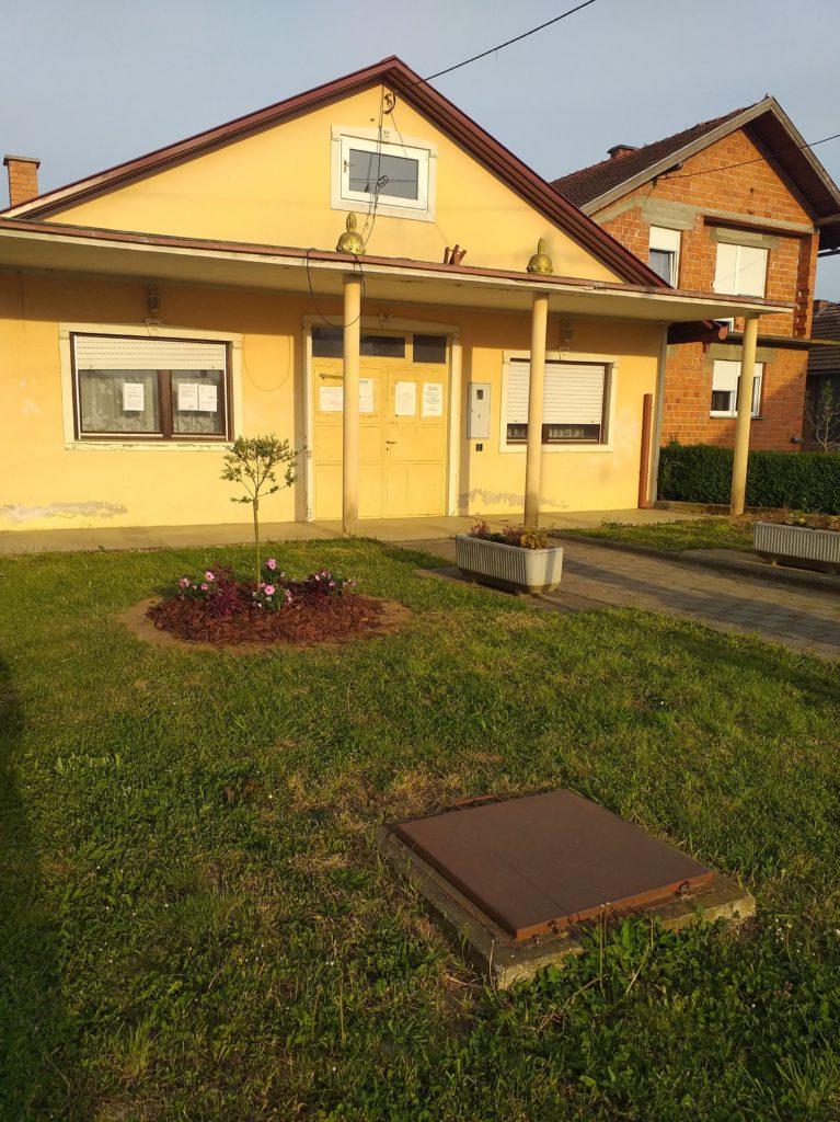 Uređen prostor ispred društvenog doma u naselju Goričko