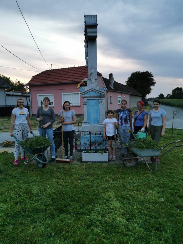 """Članice Udruge žena """"Crvene ruže"""" Botinovec uredile su okoliš u svom naselju"""