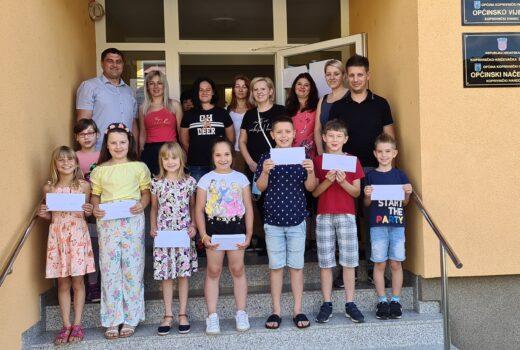 Nagrađivanje učenika Osnovne škole Koprivnički Ivanec koji su školsku godinu završili sa odličnim uspjehom