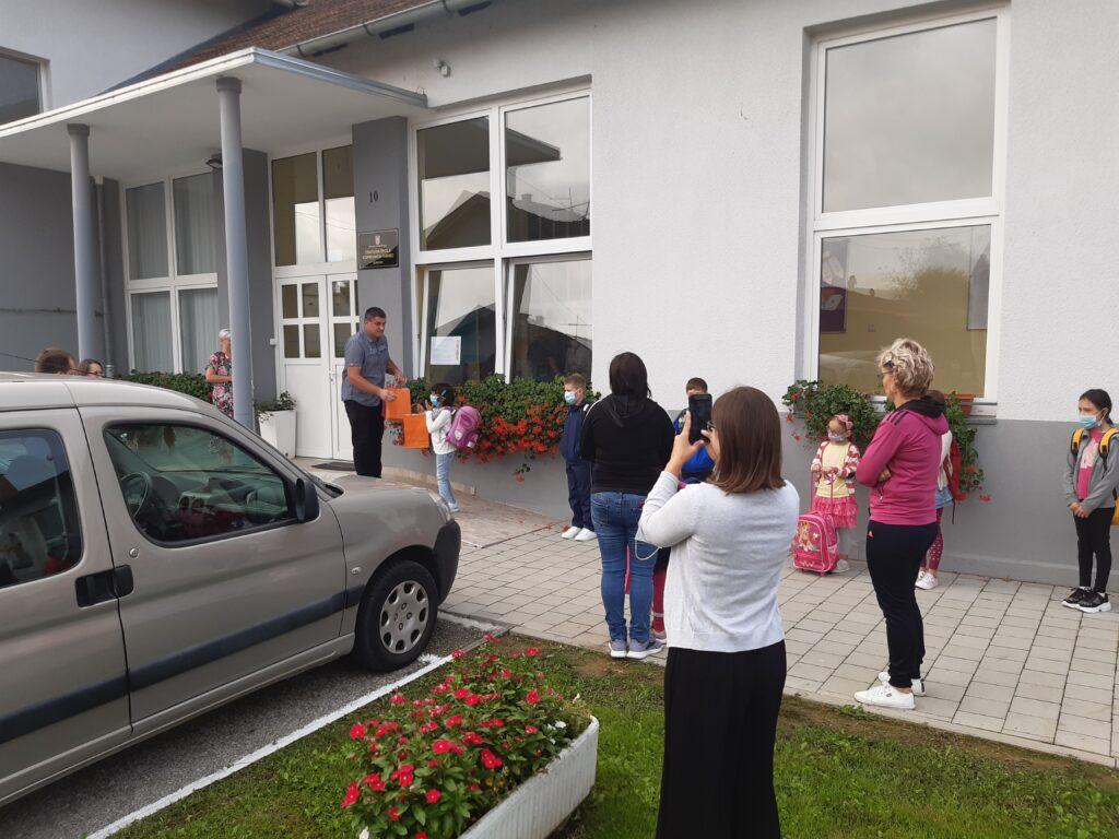 Podjela poklona polaznicima prvog razreda Osnovne škole Koprivnički Ivanec