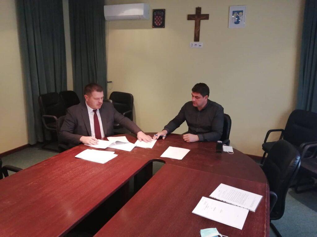 Potpisan je Ugovor za financiranje izgradnje dječjeg vrtića i nogostupa u naselju Koprivnički Ivanec prema naselju Kunovec