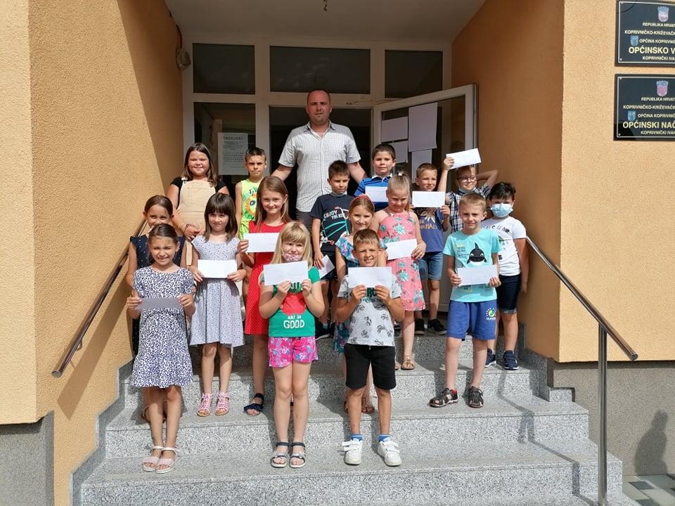 Općinski načelnik podijelio je novčane nagrade učenicima koji su školsku godinu završili sa odličnim uspjehom